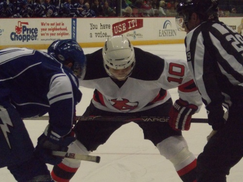 Jacob Josefson faceoff